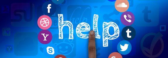 Tworzenie nazwy na IG - jak zrobić to dobrze? - Dłoń wskazująca napis help otoczona ikonami social media